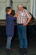 Doe Dans 2007 uitreiking Kunstfactor Dansspeld aan Marius Korpel door Wies Rosenboom