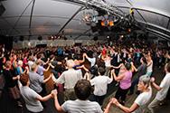 Doe Dans 2008 internationaal bal met orkest Kaleb dansleiding: Angela Reutlinger
