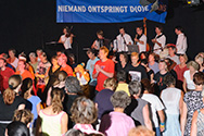 Doe Dans 2008 internationaal bal met orkest Yia Sou! dansleiding: Liedewijde Mars